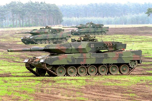 Russia's enemy countries - Page 13 Leopard-20150411